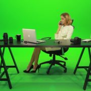 Angry-Business-Woman-Talking-on-the-Phone-Green-Screen-Footage_002 Green Screen Stock