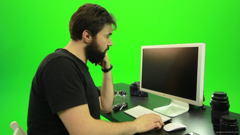 vj video background Beard-Man-Pushes-the-Button-Green-Screen-Footage-2_003