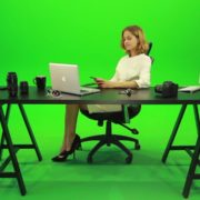 Happy-Business-Woman-Talking-on-the-Phone-Green-Screen-Footage_001 Green Screen Stock