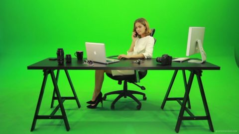 vj video background Happy-Business-Woman-Talking-on-the-Phone-Green-Screen-Footage_003