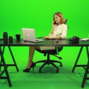 Happy-Business-Woman-Talking-on-the-Phone-Green-Screen-Footage_004 Green Screen Stock