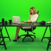 Happy-Business-Woman-Talking-on-the-Phone-Green-Screen-Footage_009 Green Screen Stock