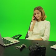 vj video background Laughing-Business-Woman-is-Talking-on-the-Phone-Green-Screen-Footage_003