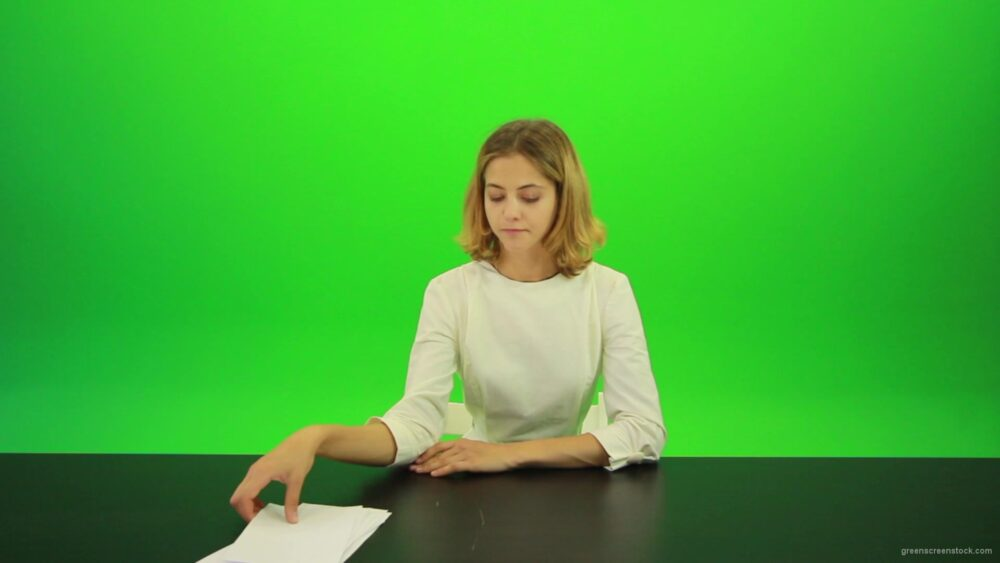 vj video background Woman-Gives-2-Points-4-Green-Screen-Footage_003