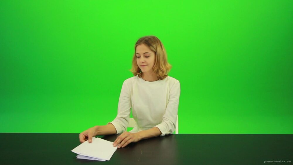 vj video background Woman-Gives-2-Points-Green-Screen-Footage_003