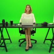 Woman-Rising-the-Hand-Green-Screen-Footage_001 Green Screen Stock
