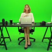 Woman-Rising-the-Hand-Green-Screen-Footage_002 Green Screen Stock