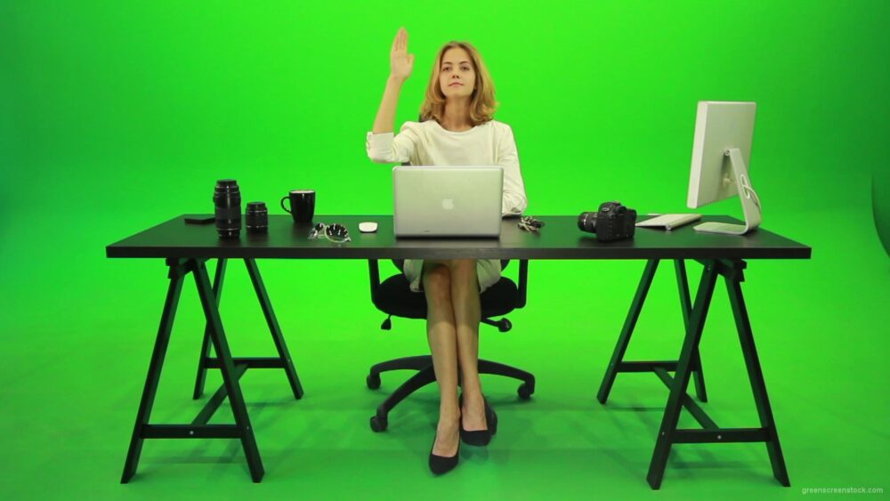 vj video background Woman-Rising-the-Hand-Green-Screen-Footage_003