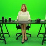 Woman-Rising-the-Hand-Green-Screen-Footage_005 Green Screen Stock
