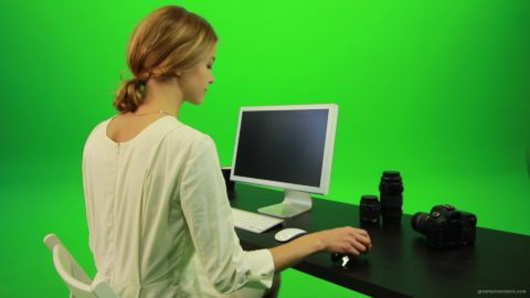 vj video background Woman-Sits-Down-and-Works-on-the-Computer-Green-Screen-Footage_003