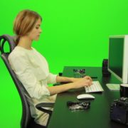 vj video background Woman-Working-on-the-Computer-6-Green-Screen-Footage_003