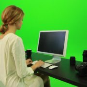 vj video background Woman-Working-on-the-Computer-Green-Screen-Footage_003