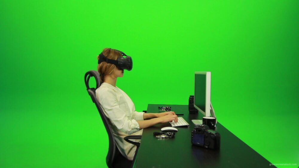 vj video background Woman-Working-on-the-Computer-Using-VR-2-Green-Screen-Footage_003