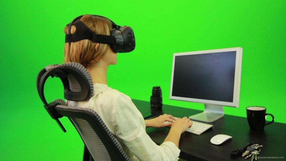vj video background Woman-Working-on-the-Computer-Using-VR-Green-Screen-Footage_003