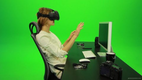 vj video background Woman-Working-on-the-Computer-in-Virtual-Reality-Green-Screen-Footage1_003