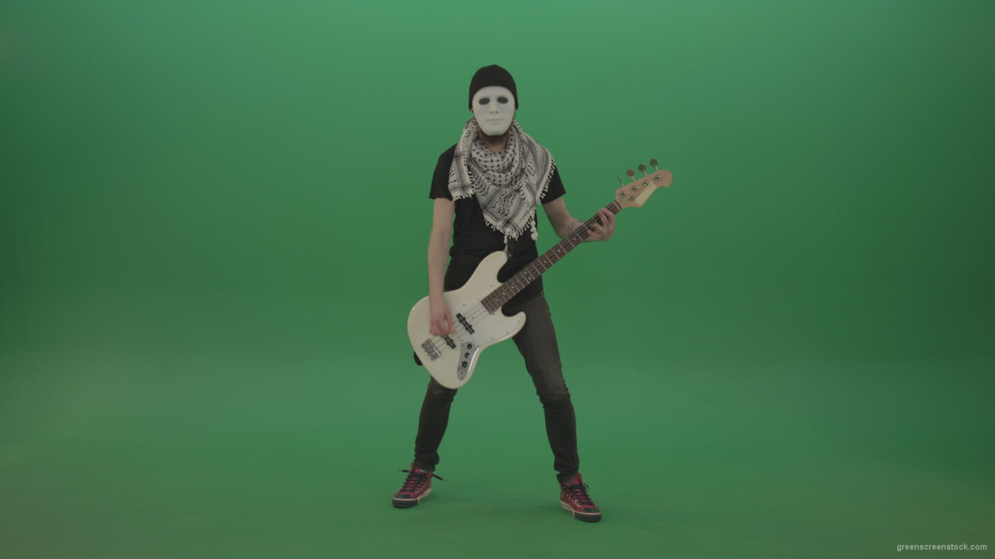 vj video background Bass-guitaris-in-full-size-play-white-guitar-in-white-mask-on-chromakey-green-screen_003