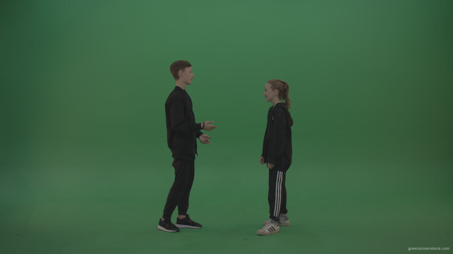 vj video background Boy-in-black-wear-talks-to-girl-over-chromakey-background_003