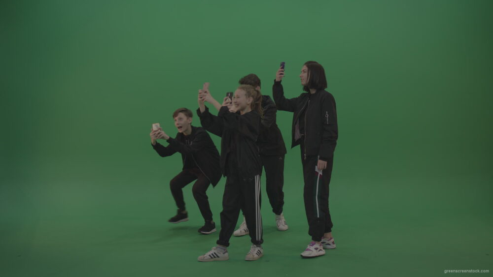 vj video background Four-kids-in-black-wears-take-pictures-over-chromakey-background_003