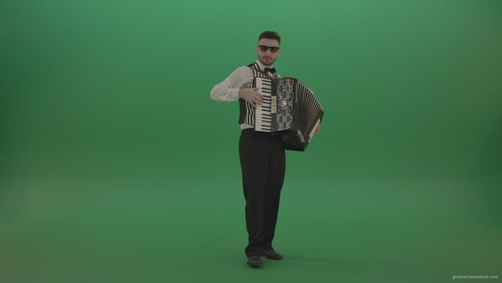 vj video background Full-sized-man-playing-Accordions-isolated-on-green-screen_003
