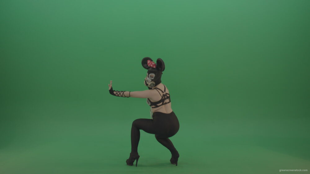 vj video background Mouse-Girl-in-mask-dancing-go-go-shaking-ass-and-posing-on-green-screen_003