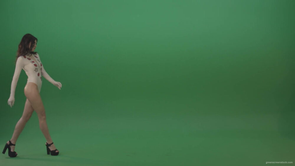 vj video background Beauty-girl-going-from-left-to-right-in-side-view-in-green-screen-studio-1920_003