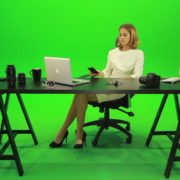 Angry-Business-Woman-Talking-on-the-Phone-Green-Screen-Footage_001 Green Screen Stock