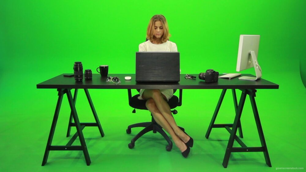 vj video background Business-Woman-Working-in-the-Office-2-Green-Screen-Footage_003