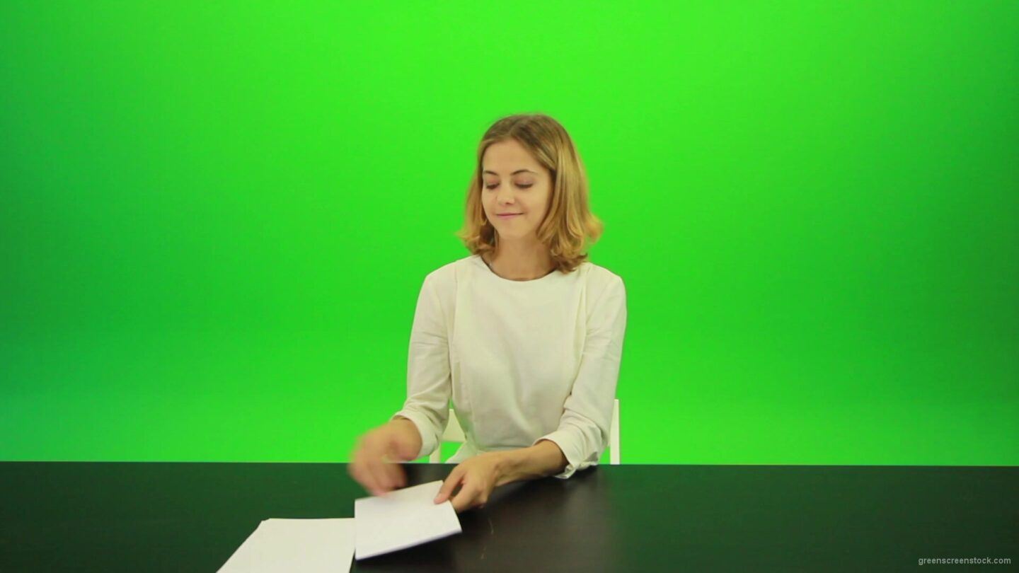 vj video background Happy-smiling-jury-girl-give-high-5-five-points-mark-score-Full-HD-Green-Screen-Video-Footage_003