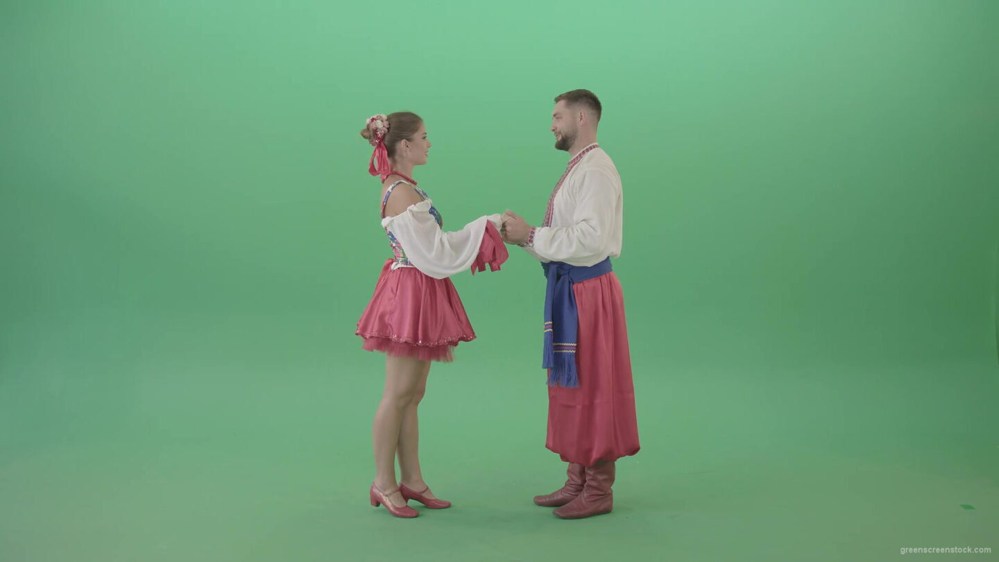 vj video background Beautiful-Ukrainian-couple-speaking-about-love-in-ethno-costumes-isolated-on-green-screen-4K-Video-Footage-1920_003