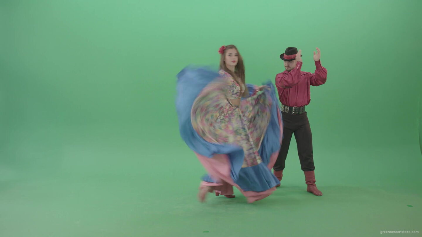 vj video background Balkan-couple-dance-hot-folk-dance-in-gypsy-comstumes-in-green-screen-studio-4K-Video-Footage-1920_003