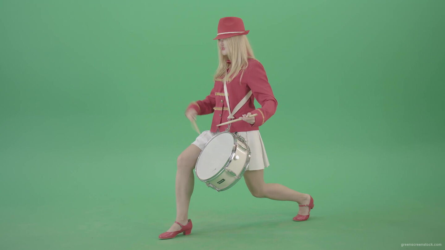 vj video background Blondie-is-ready-for-adventure-making-beats-on-snare-drum-isolated-on-Green-Screen-4K-Video-Footage-1920_003