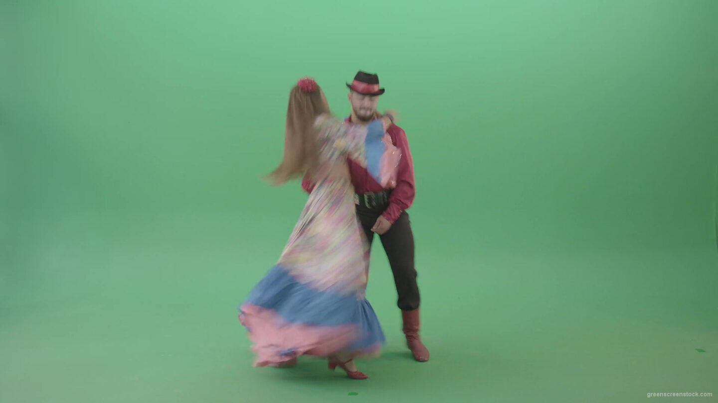 vj video background Gypsy-man-and-woman-spinning-dancing-over-green-screen-4K-video-footage-1920_003