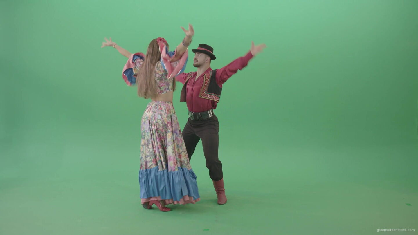 Love-Story-dance-by-gypsian-folk-people-in-balkan-dress-isolated-on-green-screen-4K-video-footage-1920_004 Green Screen Stock