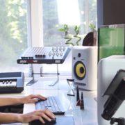 Woman-Working-in-the-Studio-2-Green-Screen-Footage_001 Green Screen Stock