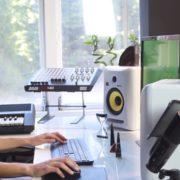 Woman-Working-in-the-Studio-2-Green-Screen-Footage_002 Green Screen Stock