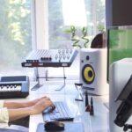 vj video background Woman-Working-in-the-Studio-2-Green-Screen-Footage_003