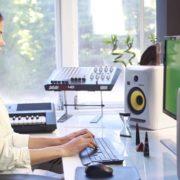 Woman-Working-in-the-Studio-2-Green-Screen-Footage_005 Green Screen Stock