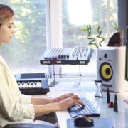 Woman-Working-in-the-Studio-2-Green-Screen-Footage_006 Green Screen Stock