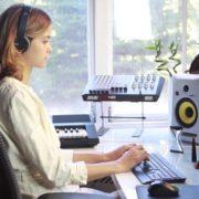 Woman-Working-in-the-Studio-2-Green-Screen-Footage_008 Green Screen Stock
