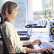 Woman-Working-in-the-Studio-2-Green-Screen-Footage_009 Green Screen Stock
